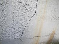 外壁ひび割れ状況